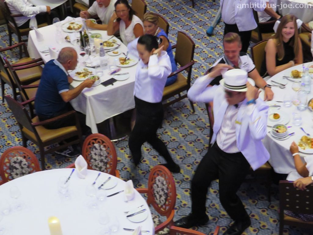 cruise restaurant dance