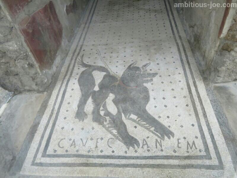 ポンペイ遺跡の犬の床絵