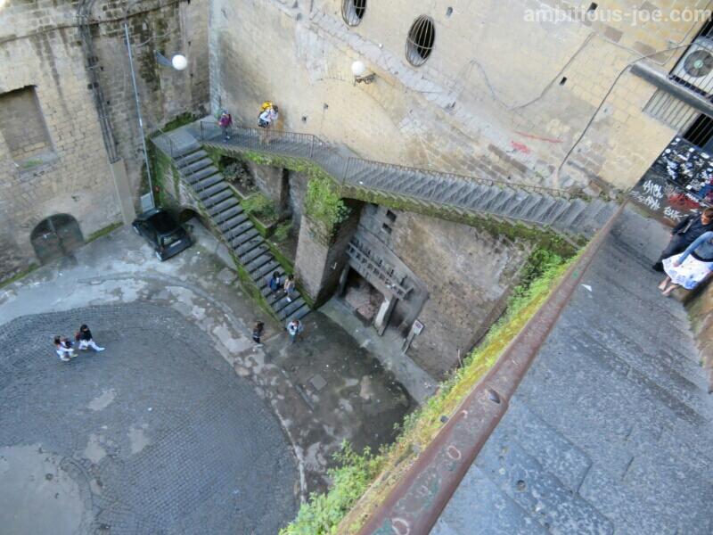 ソレント市街から港へ徒歩で向かう時の階段