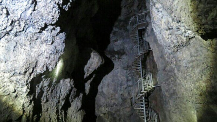 ジュールヴェルヌ・地底旅行の本当の舞台:アイスランドの洞窟探検へ